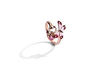 Gucci Flora ring in 18kt rose gold, enamel and ruby